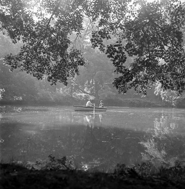 Fotó: Kotnyek Antal:  Magyarország, Csónakázás, 1955 © Fortepan