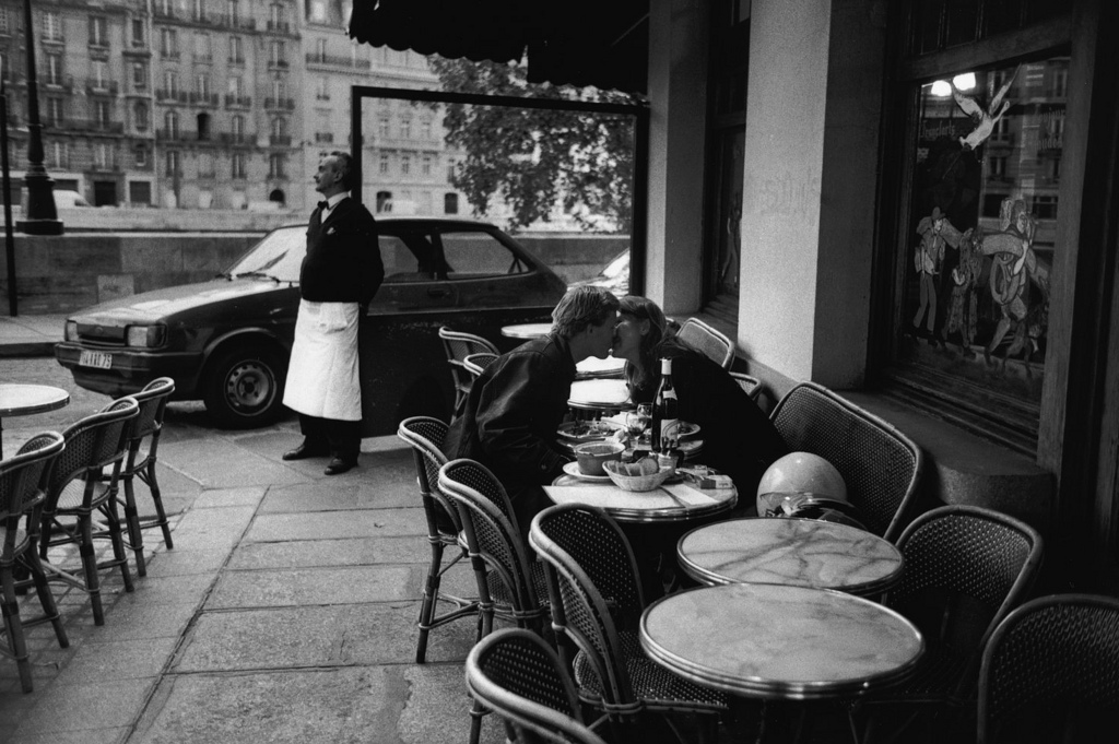 Fotó: Peter Turnley: Café, Párizs, 1997 © Peter Turnley