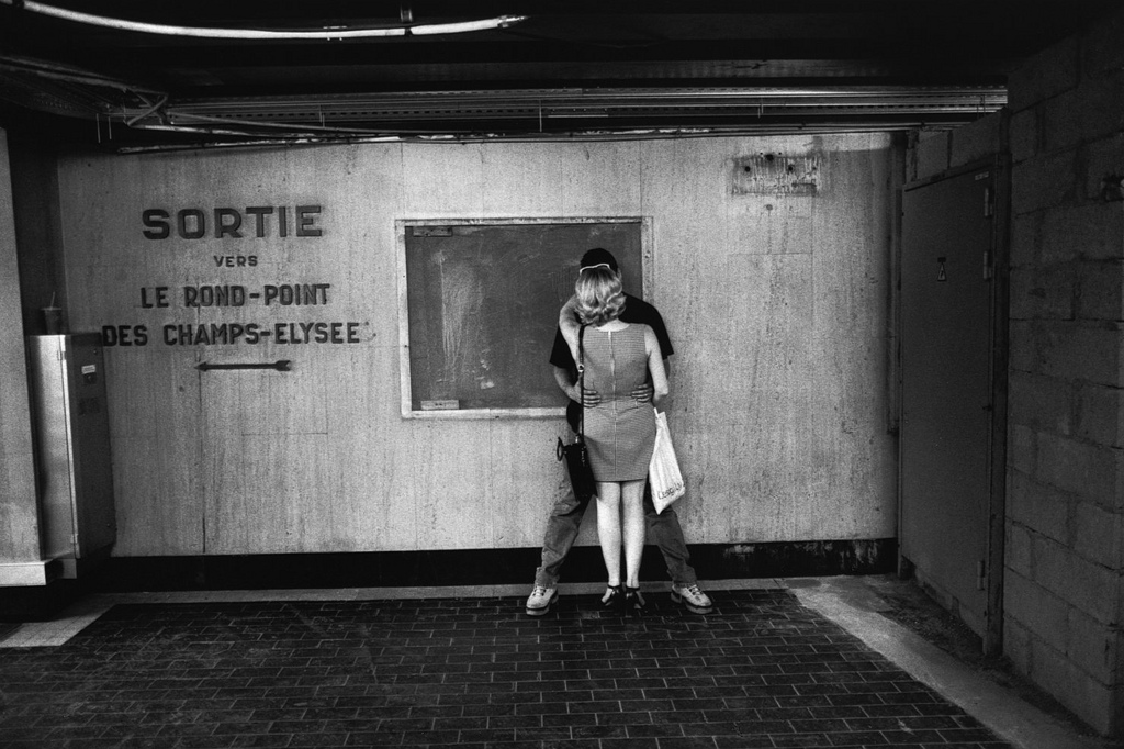 Fotó: Peter Turnley: Métro Le Rond-Point des Champs-Elysee, 2000 © Peter Turnley