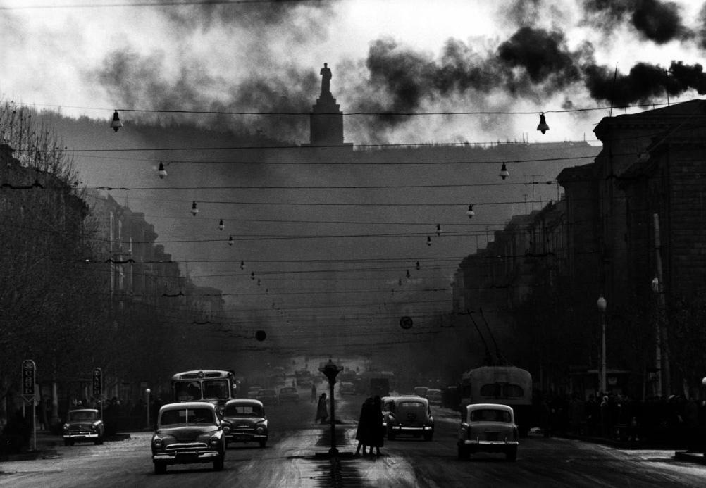 Fotó: Robert Lebeck: Sztálin emlékmű Jerevánban, 1962 © Robert Lebeck