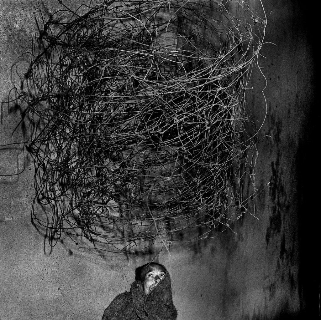 Fotó: Roger Ballen: Twirling Wires, 2001 © Roger Ballen/Stills Gallery