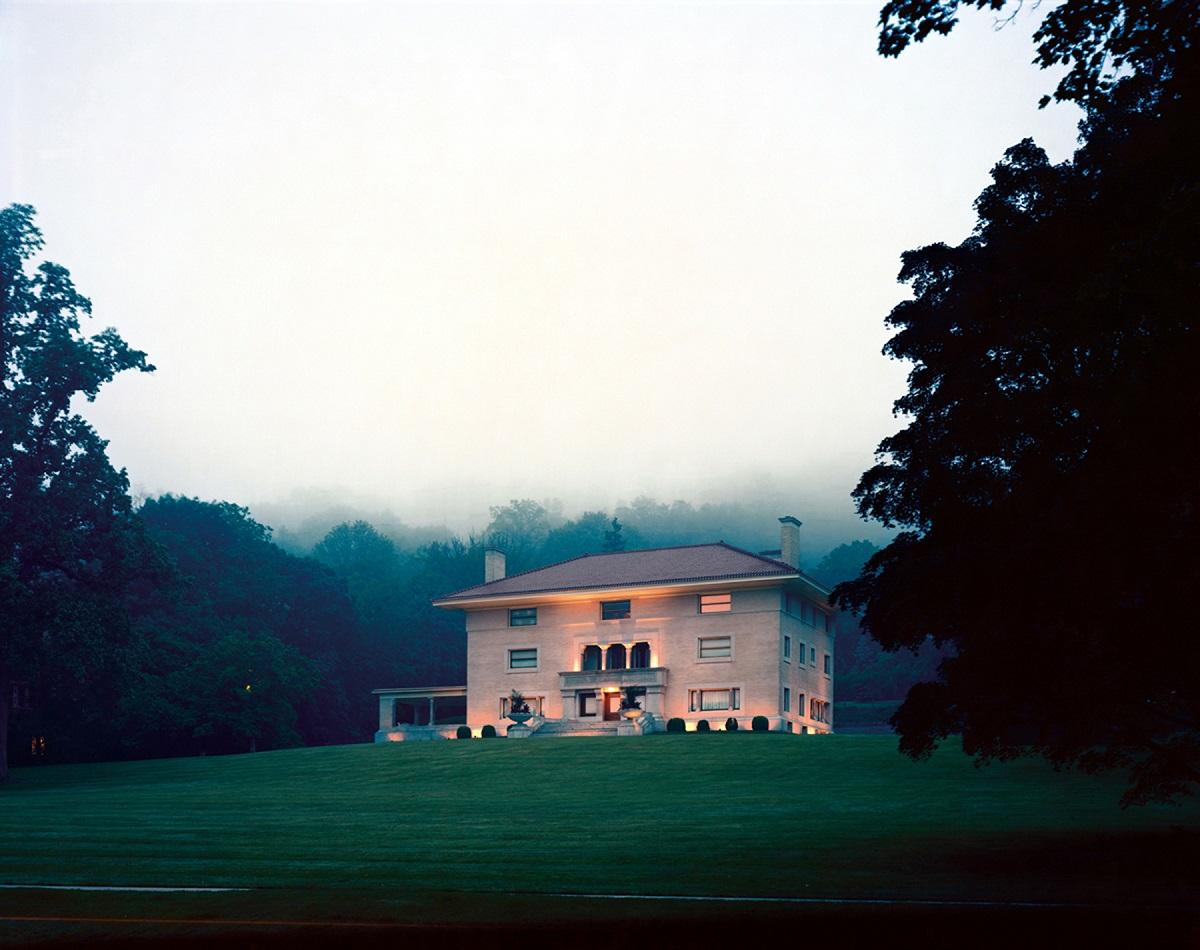 Fotó: Szatmári Gergely: House on the Hill. Részlet a Meadowlands című sorozatból