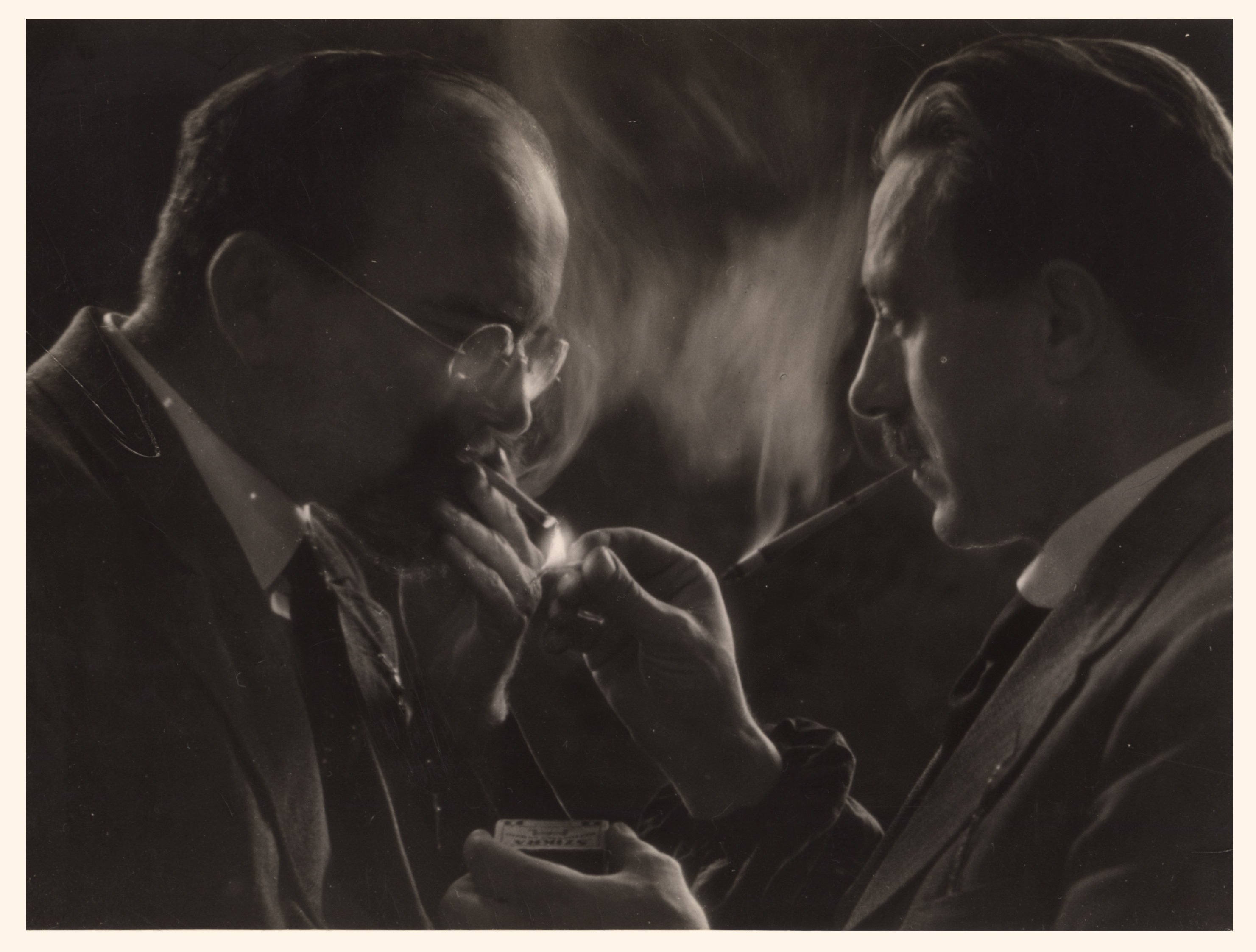 Fotó: Dulovits Jenő: Tüzet kérek. 1941 © Magyar Fotográfiai Múzeum