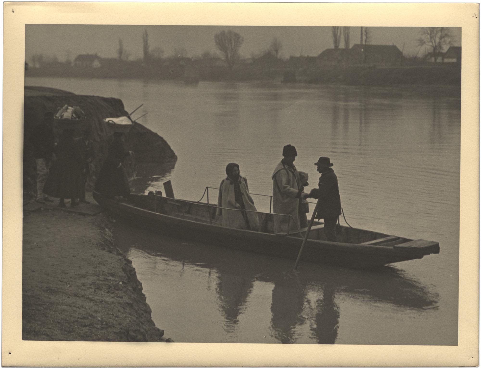 Fotó: Faix Jacques: Révész a folyón, 1920 © Magyar Fotográfiai Múzeum