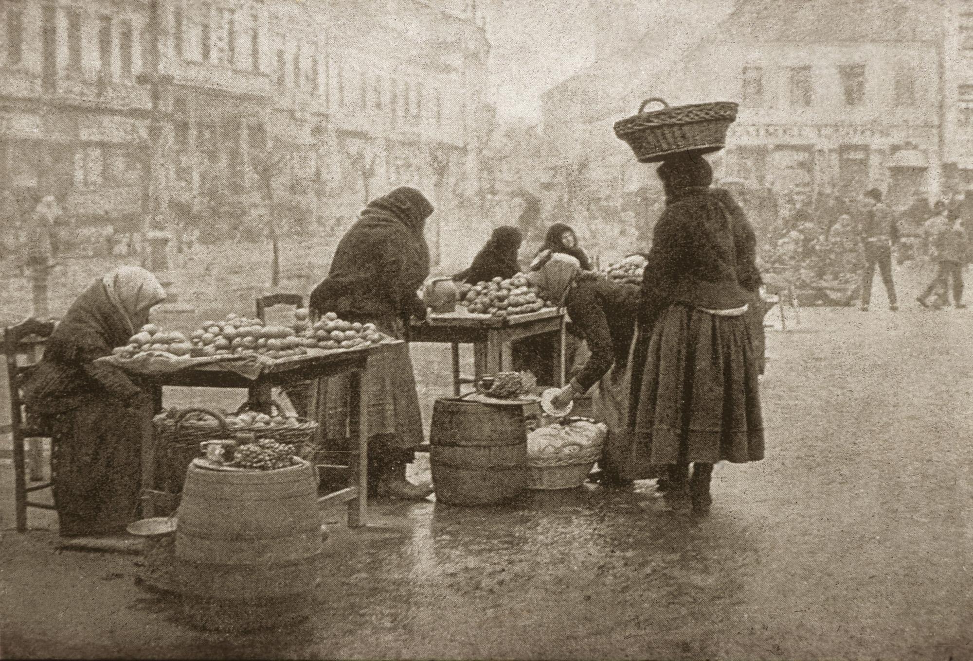 Fotó: Faix Jacques: Piaci jelenet, 1911 © Magyar Fotográfiai Múzeum