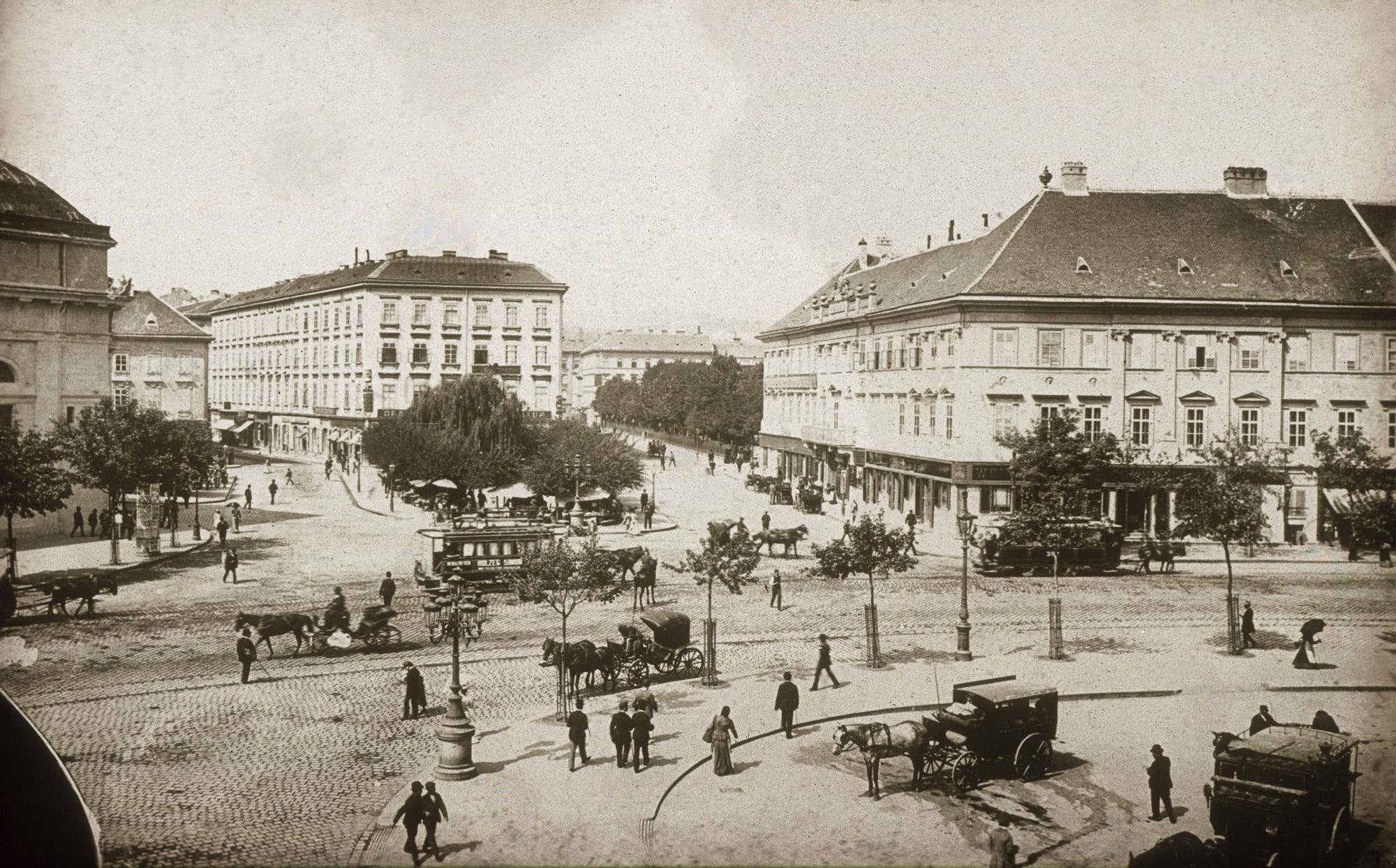 Fotó: Klösz György: Deák Ferenc tér. A felvétel 1892-1895 között készült. A kép forrását kérjük így adja meg: Fortepan / Budapest Főváros Levéltára. Levéltári jelzet: HU.BFL.XV.19.d.1.08.040