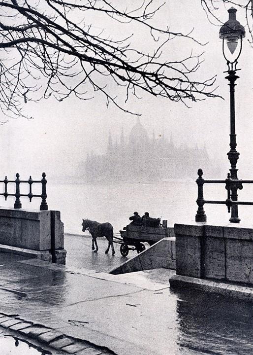 Fotó: Németh József: Budapest, 1944. november<br />Németh József: Leica felvételek. Athenaeum, Budapest, 1944. című könyvből