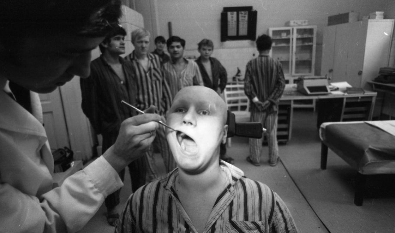 Fotó: Urbán Tamás:Művelődésügyi Minisztérium 2. sz. Fiúnevelő Intézet, orvosi rendelő, Aszód, 1973 © fortepan.hu