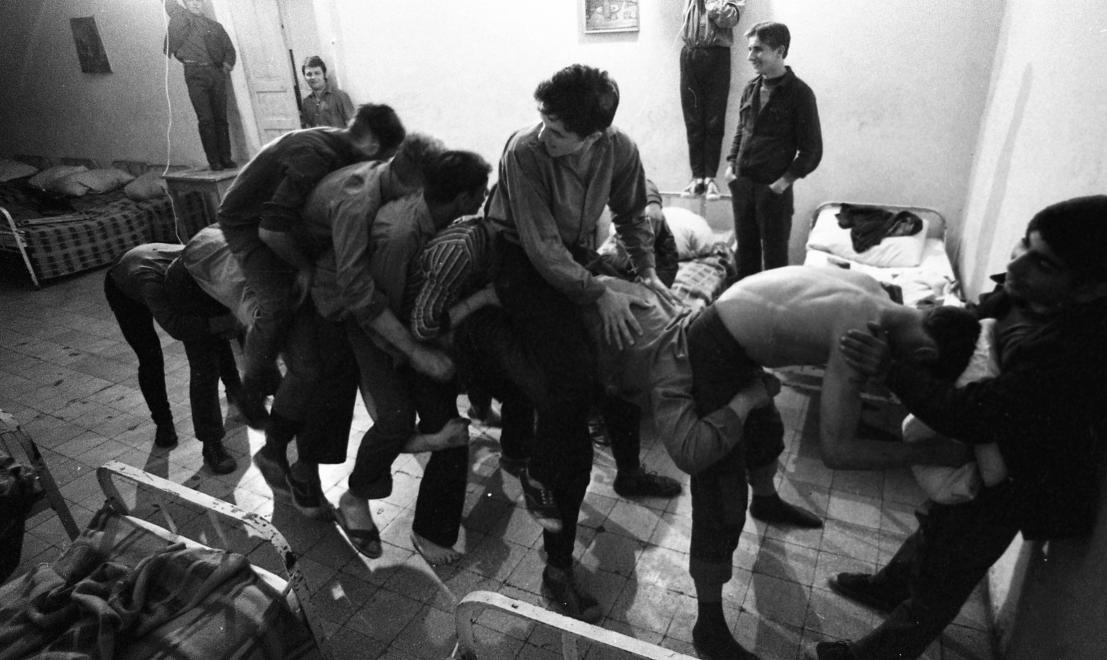 Fotó: Urbán Tamás:Művelődésügyi Minisztérium 2. sz. Fiúnevelő Intézet, hálókörlet, Aszód, 1973 © fortepan.hu