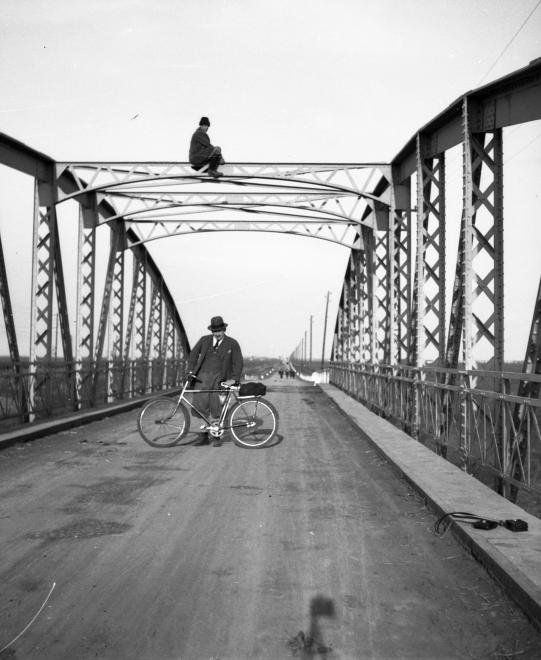 Fotó: Lissák Tivadar: Szolnok, Malomszögi Zagyva-híd, 1935 © fortepan.hu