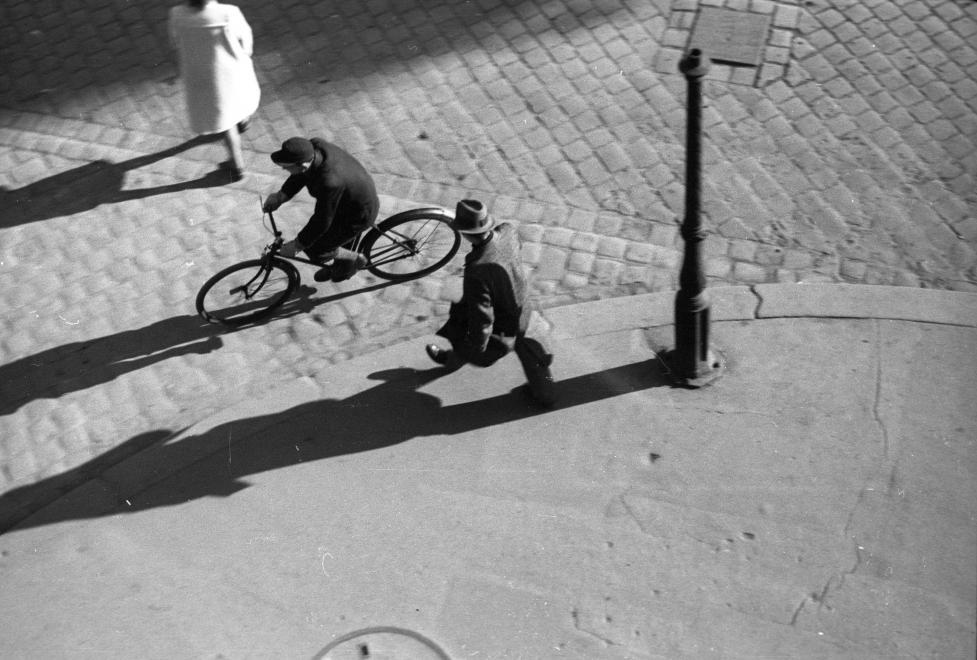 Fotó: Berkó Pál: Budapest, Rákóczi út - Kazinczy utca sarok. 1946 © fortepan.hu