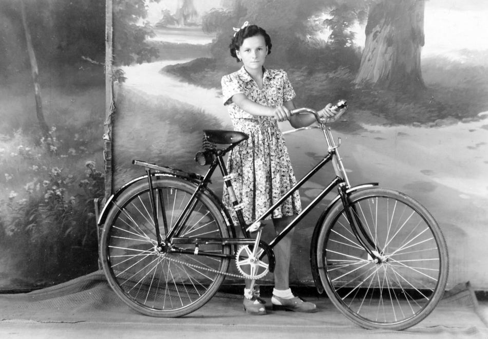 Fotó: Csepel (női) kerékpár. 1955 © fortepan.hu