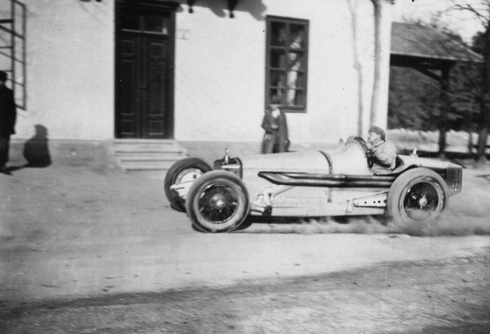 Fotó: Diana út, a Fogaskerekű Svábhegy megállója. Steyr versenyautó az 1928-as svábhegyi verseny edzésén, 1928 © Fortepan