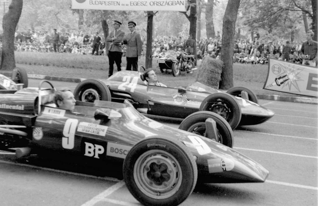 Fotó: Urbán Tamás: Formula Vee autóverseny. A 9-es rajtszámú Kaimann Mk IV típusú versenyautóban Niki Lauda, 1969 © Fortepan