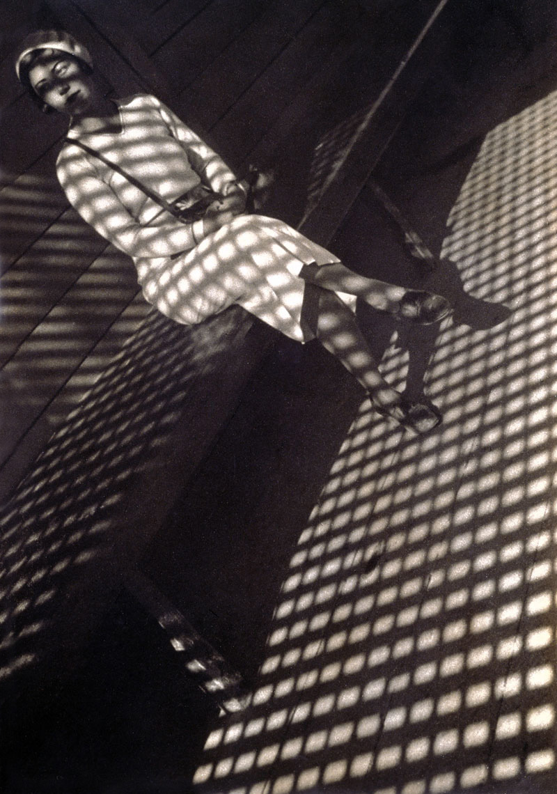 Fotó: Alexander Rodchenko: Girl with Leica, 1934 © Alexander Rodchenko