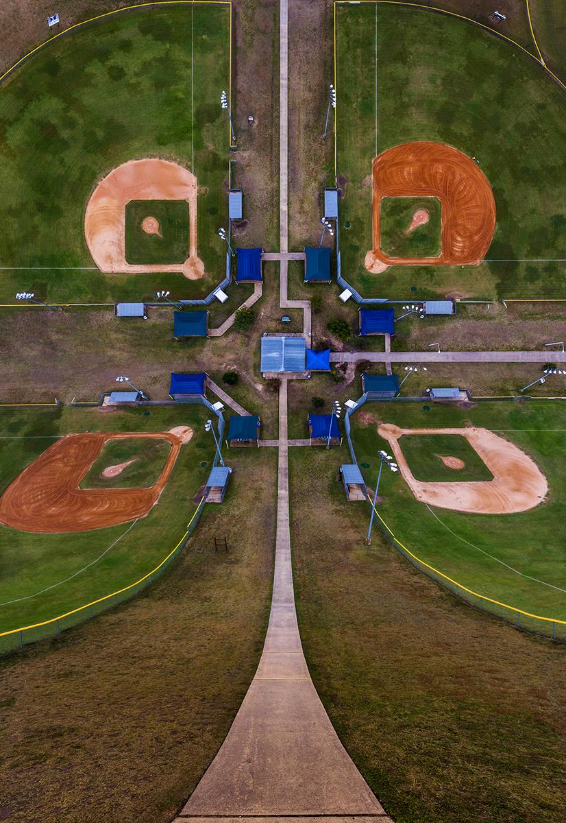 Fotó:Aydın Büyüktaş: Baseball Field, Részlet a Síkföld című sorozatból © Aydın Büyüktaş