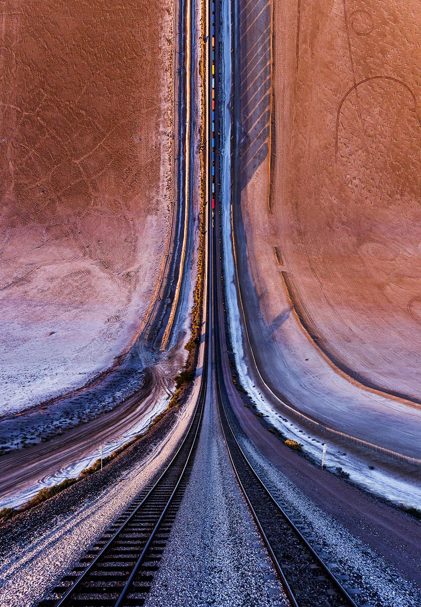 Fotó:Aydın Büyüktaş: Desert Railroad, Részlet a Síkföld című sorozatból © Aydın Büyüktaş