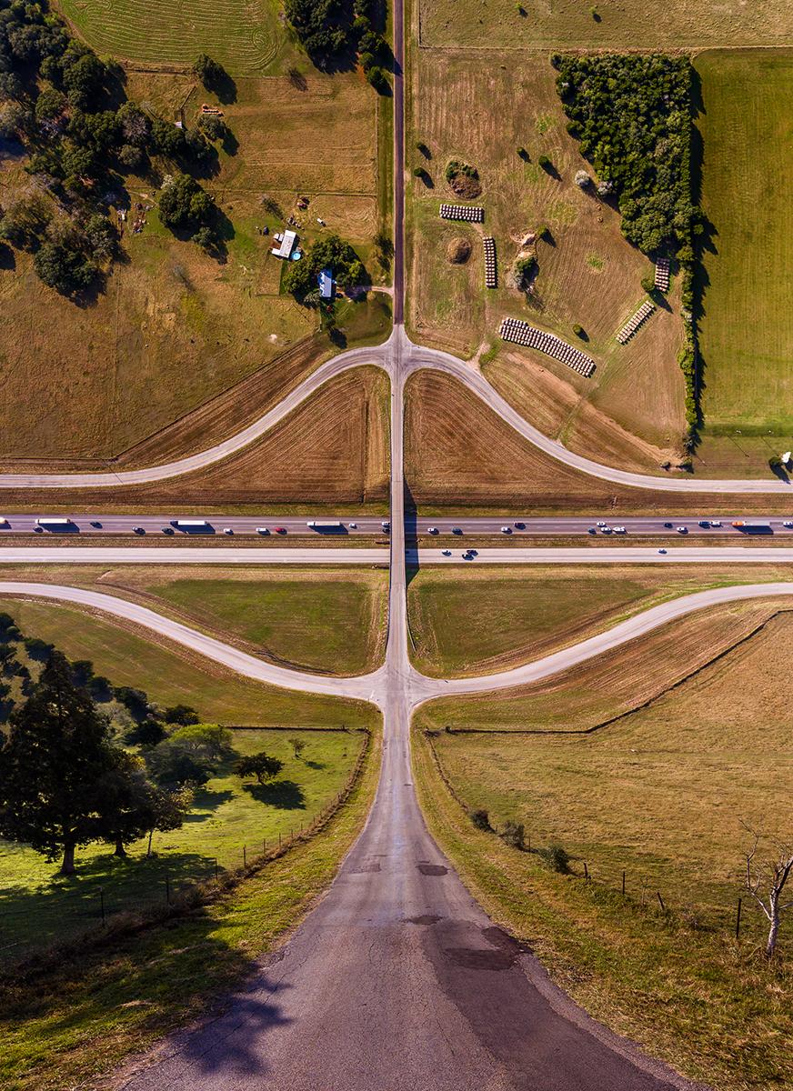 Fotó:Aydın Büyüktaş: Farm and Interstate, Részlet a Síkföld című sorozatból © Aydın Büyüktaş
