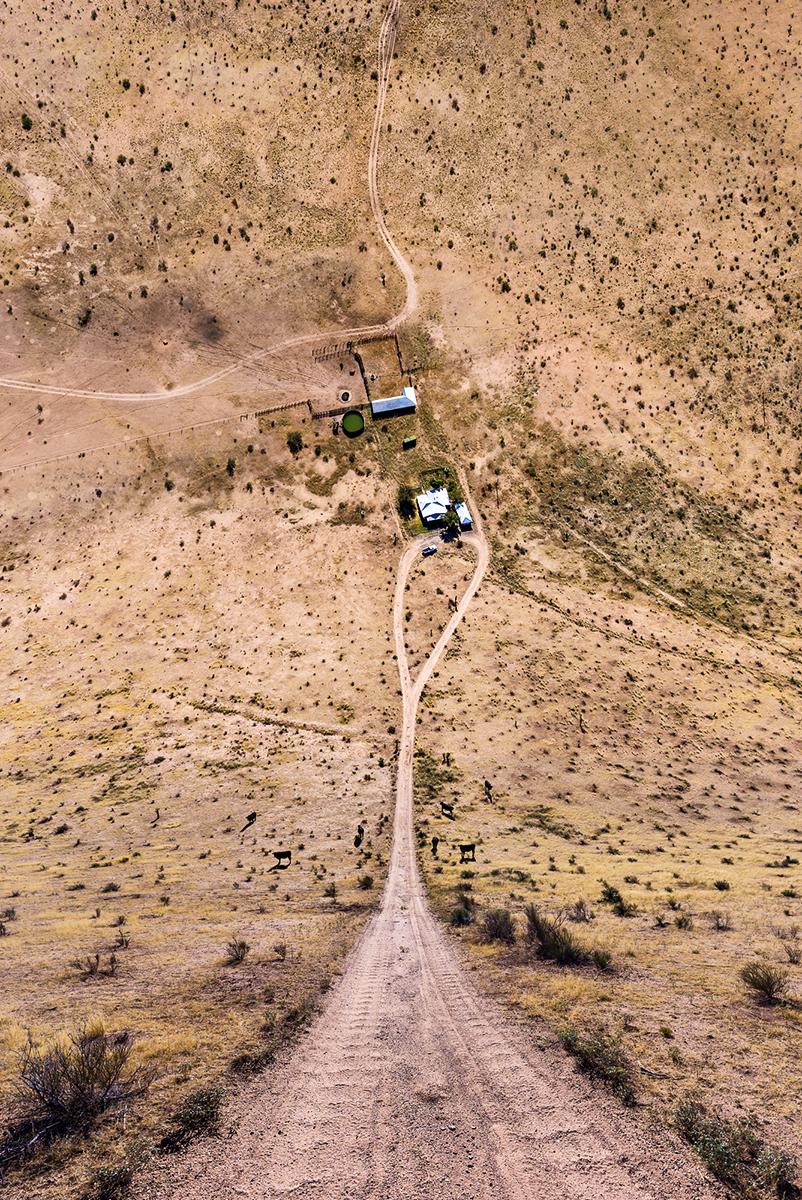 Fotó:Aydın Büyüktaş: Farm in Desert, Részlet a Síkföld című sorozatból © Aydın Büyüktaş