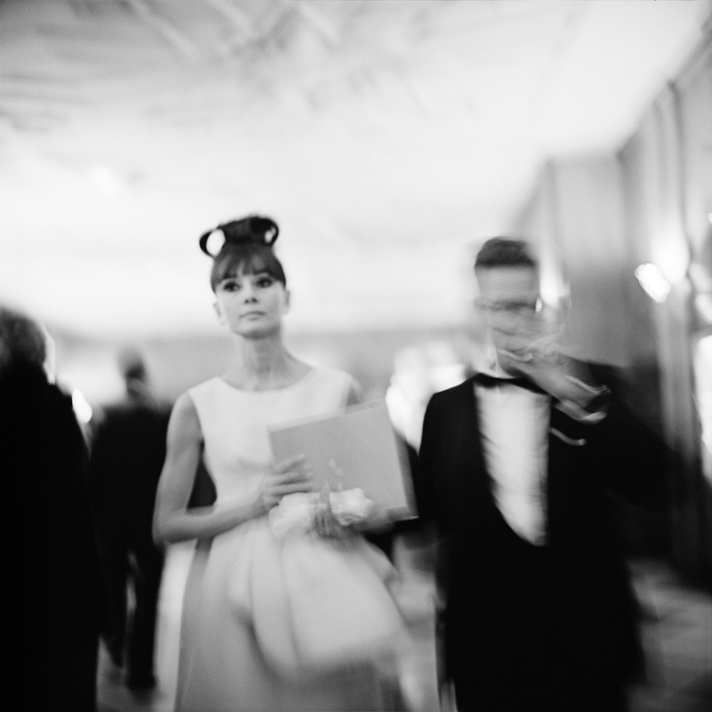 Fotó: Vivian Maier: Audrey Hepburn a My Fair Lady chicagói premierjén, RKO Palace Színház, 1964. október 23. © Vivian Maier/Maloof Collection, Courtesy Howard Greenberg Gallery, New York.