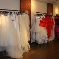 Menyasszonyi ruha választás - Szuper csajos program vagy egy rémálom?