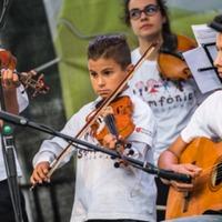 Zenével a kiemelkedésért: ökölrázás helyett Szimfónia