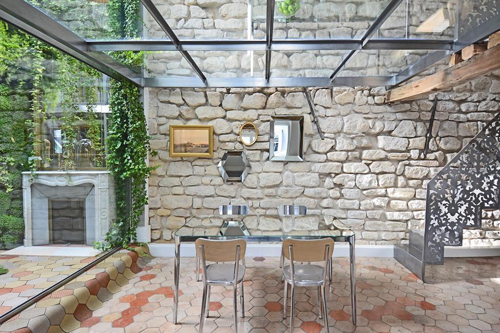 Fényben úszó radikális budoár Párizs szívében -  Madeleine Loft Apartment
