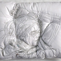 Szellem alszik a párnán