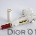 Íme, a Dzsén Bond revolver...