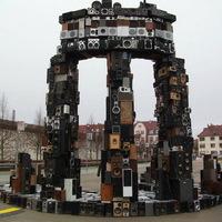 Óriási szobrok újrahasznosított hangfalakból