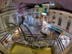 Bukarest romkocsma fronton erősít...!