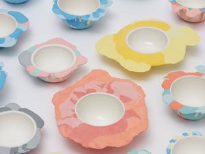 Szétfolyt porcelántálak