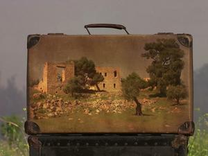Az idő formába öntése... - Memory Suitcases by Yuval Yairi