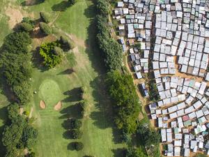Drámai légi felvételeken a szegénység és gazdagság