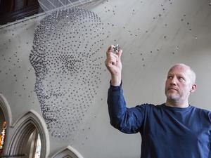 Rómeó 3 méteres arcképe 2000 csillagból