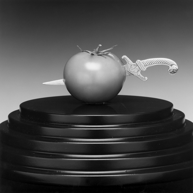 Mapplethorpe2010_1936-TomatoAndKnife_1989-dup.jpg