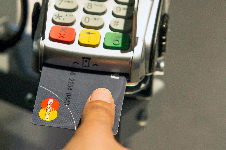 a-pin-kod-mar-a-multe-jonnek-az-ujjlenyomatolvasos-bankkartyak_1.jpg