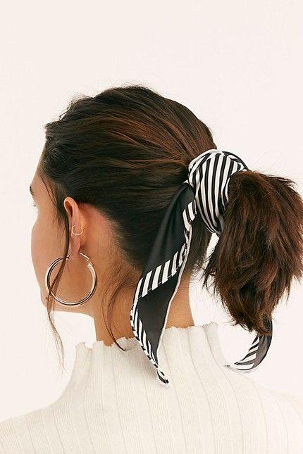 Nyári kendőt is köthetsz a hajadba, ha szereted a kontyot vagy lófarkat!