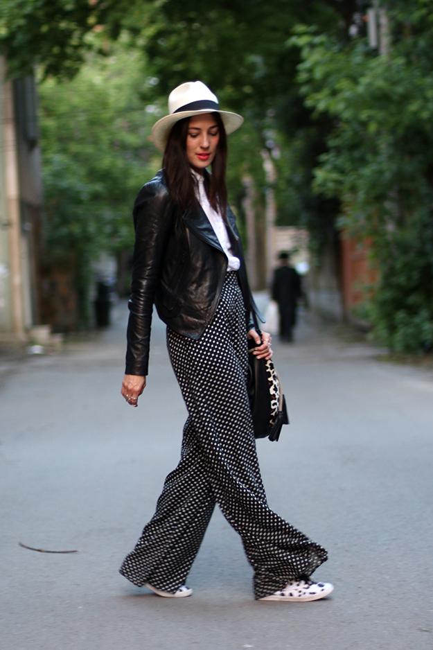 A mintás ruhák és szoknyák közül elsősorban a sötétebb printek kerülnek előtérbe