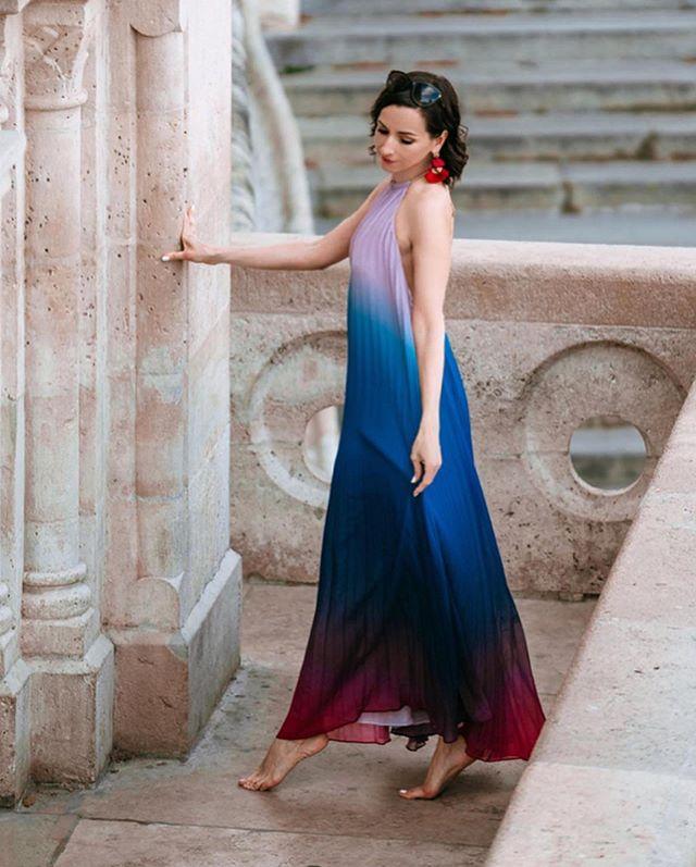 Ahogy Kovács Marcella mutatja, a színátmenet sem elcsépelt - hordhatod lengén, vagy egy hozzá illő övvel a ruhát, ha kiemelnéd a formáid.