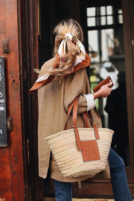 Dobd fel a copfod egy kendővel - ez sem megy ki a divatból, csak találj egy szép mintát.