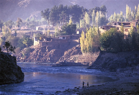 [Fejzabad város Badaksan tartományban, Afganisztán. Fotó: Luke Powell]