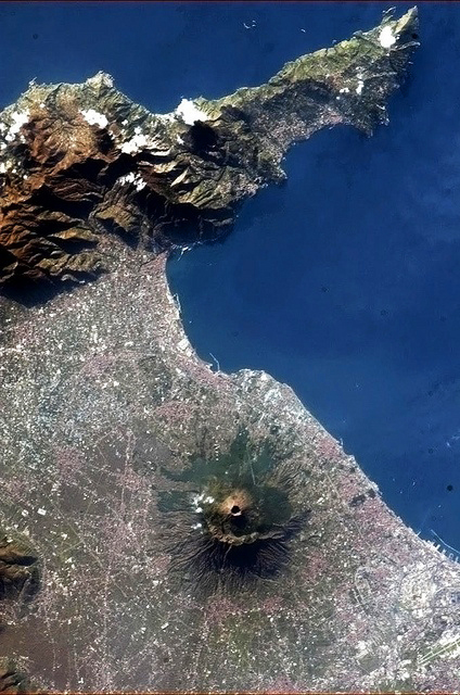 vesuvius_from_space.jpg