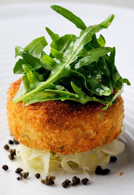 salmon_fish_cakes_with_rocket_capers_lime.jpg