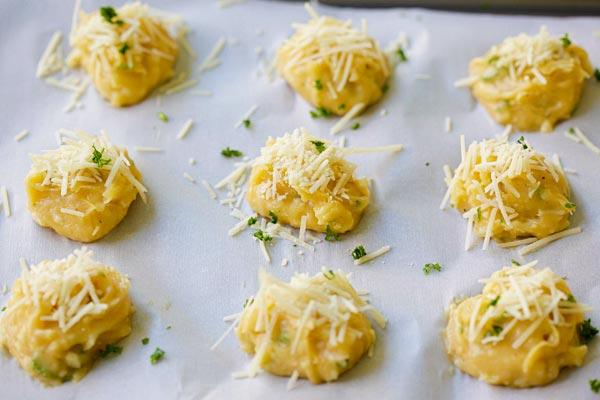 cheese-puffs-gougeres.jpg
