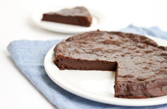 chocolate-flourless-cake-33.jpg