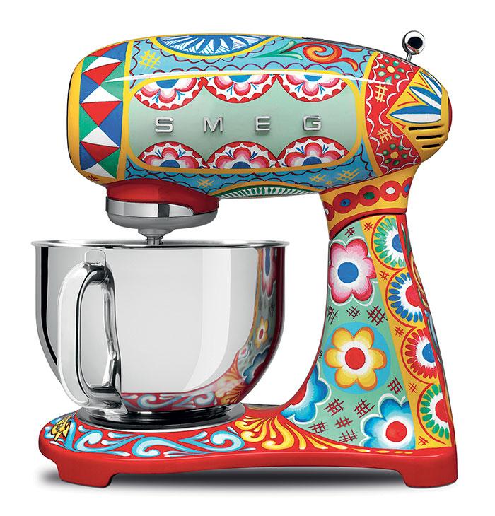 dolce-gabbana-smeg-kitchen-appliance-line-11-58f5c4ee24b43_700.jpg