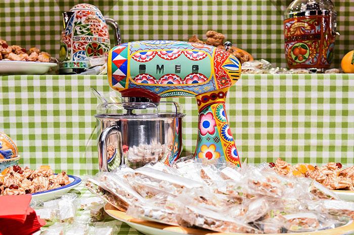 dolce-gabbana-smeg-kitchen-appliance-line-6-58f5c53b1da19_700.jpg