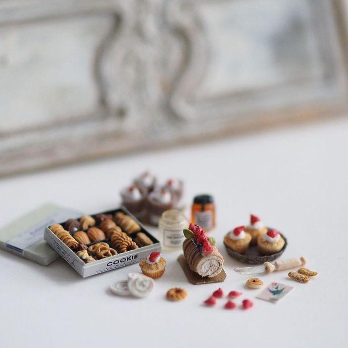 handmade-miniature-art-japanese-artist-kiyomi-40-5a16de92bdf8c_700.jpg