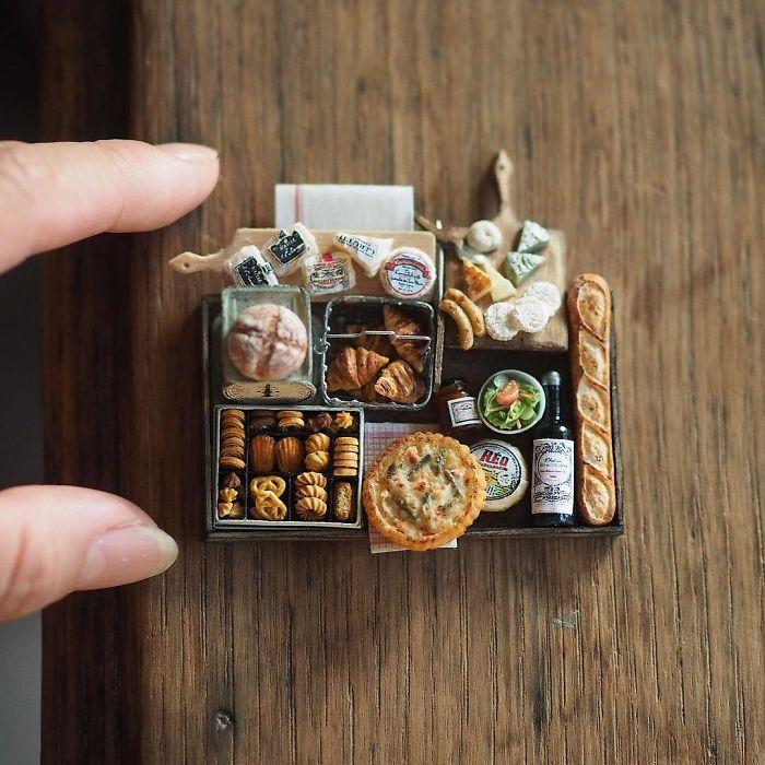 handmade-miniature-art-japanese-artist-kiyomi-9-5a16deb4d0e5c_700.jpg